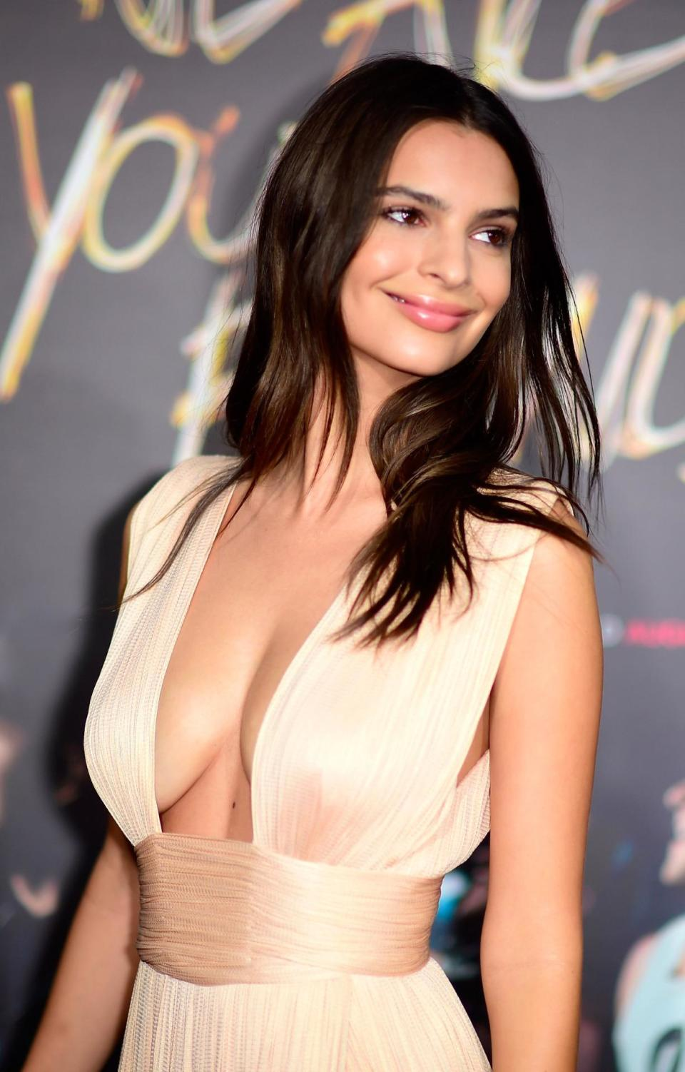 """HOLLYWOOD, CA - AUGUST 20: Actress Emily Ratajkowski arrives at the Premiere Of Warner Bros. Pictures' """"We Are Your Friends"""" at TCL Chinese Theatre on August 20, 2015 in Hollywood, California. (Photo by Frazer Harrison/Getty Images)"""
