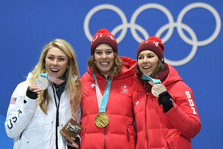 L-R: USA's silver medallist Mikaela Shiffrin, Switzerland's gold medallist Michelle Gisin and Switzerland's bronze medallist Wendy Holdener pose on the podium during the medal ceremony for the alpine skiing women's combined