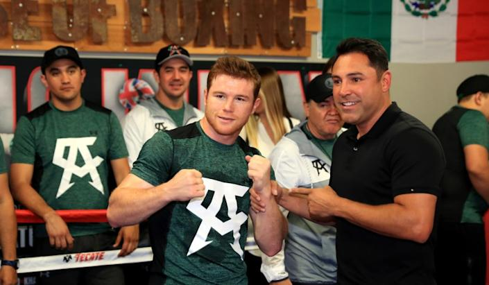 "Saul ""Canelo"" Alvarez, left, poses with Oscar De La Hoya during a media workout at the House of Boxing Gym in San Diego. <span class=""copyright"">(Sean M. Haffey / Getty Images)</span>"