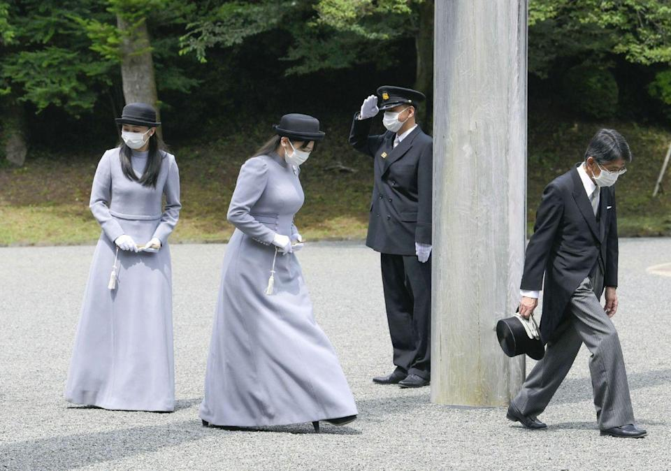 <p>Princess Mako (2nd from the left) and Princess Kako (left) both masked up, attended the same event as Empress Masako.</p>