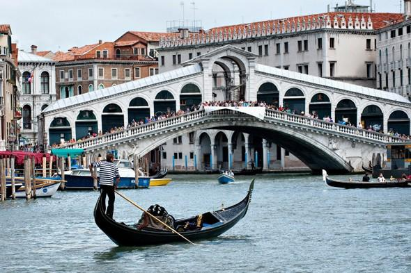 Venice bans gondolas from Grand Canal during rush hour