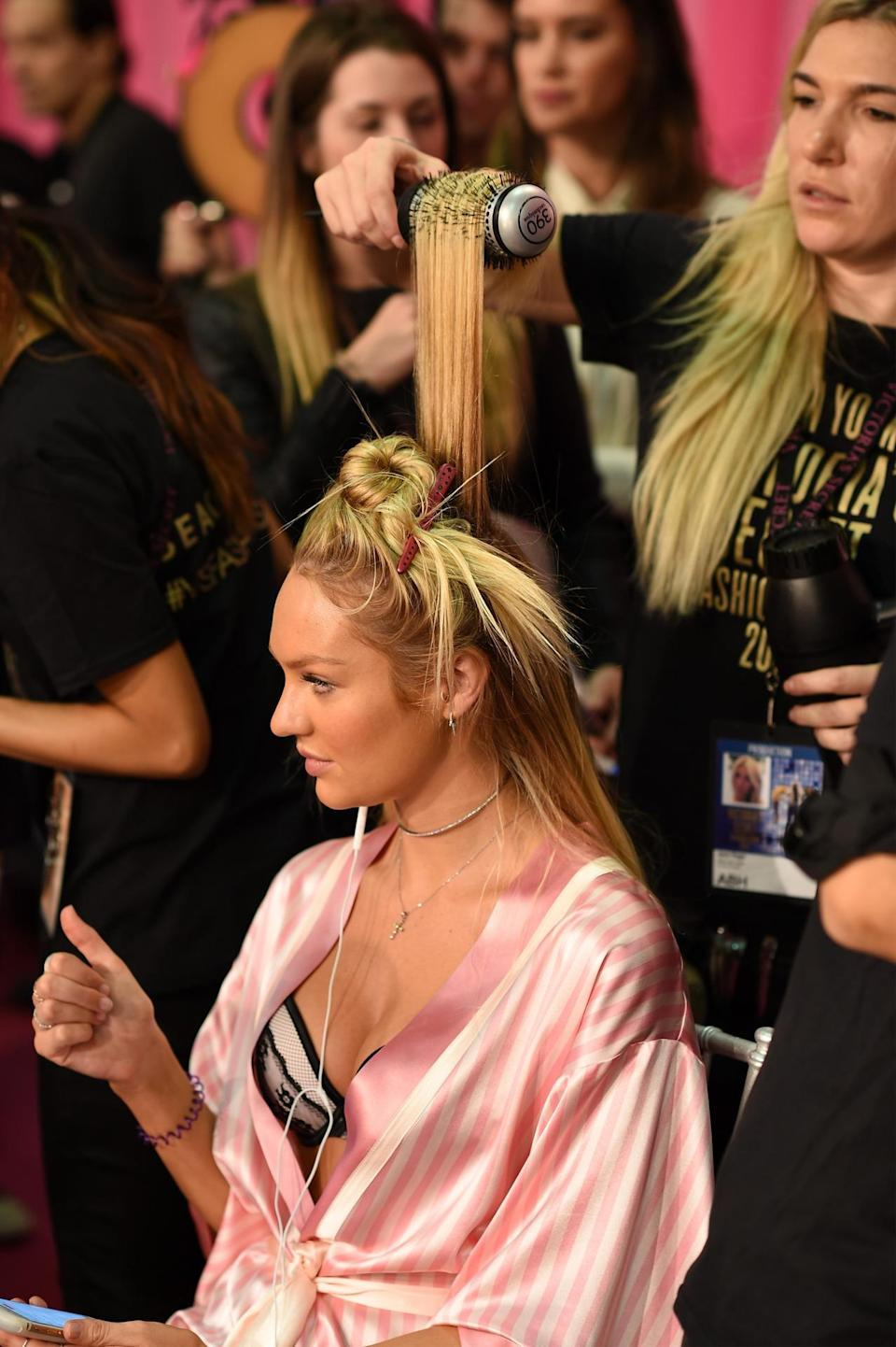 <p>Newly engaged Candice Swanepoel got her hair done, listened to music, answered emails (or played Angry Birds), and even gave a thumps up of approval all at the same time. </p>
