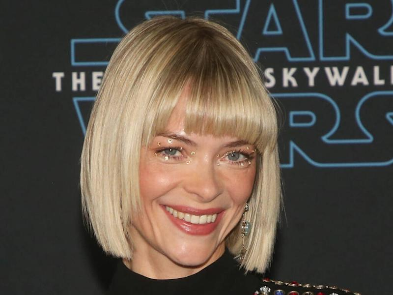Jaime King defends hairstylist for reopening salon