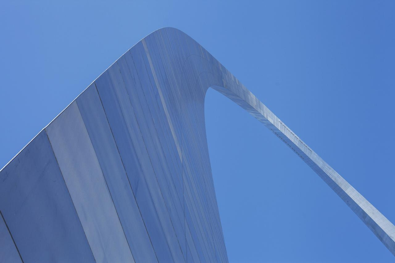 The St. Louis Arch is such an iconic American landmark that it justifiably needed a museum to tell its remarkable story. In 2018, architect Cooper Robertson and James Carpenter Design Associates spearheaded for a major, $380 million renovation of the park. The changes meant an expansion of the museum, the addition of a cafe, and the raising of the riverbank to prevent flooding.