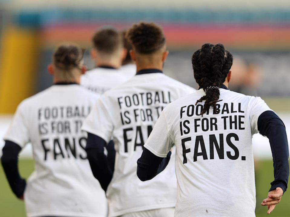 Players of Leeds United warm up while wearing protest t-shirts (Getty Images)