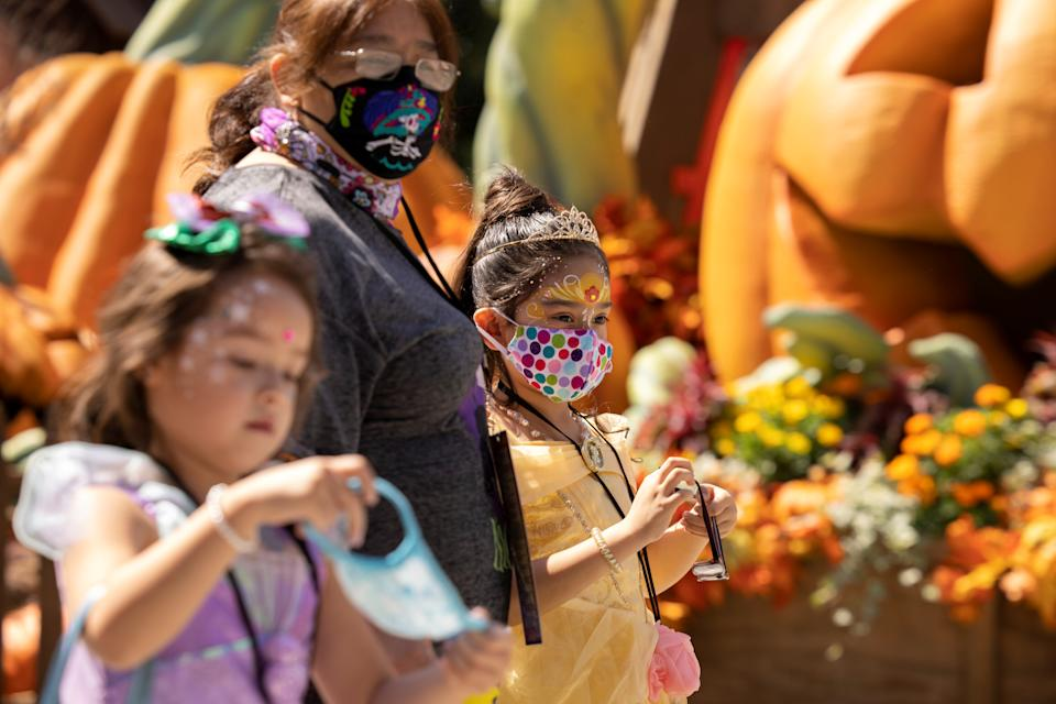 A family wears face masks as they attend Knott's Berry Farm's Halloween-themed attraction with social distancing during the outbreak of the coronavirus disease in Buena Park, California, U.S., September 25, 2020. REUTERS/Mike Blake