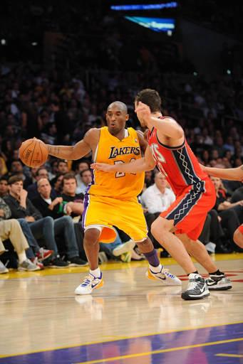 Lakers blow big lead, hold off Nets 91-87