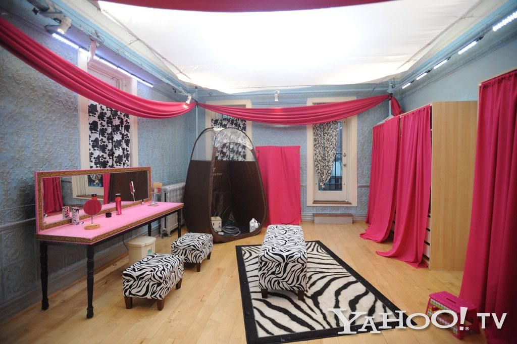 "No proper guidette home is complete without a vanity room fully-equipped with a tanning booth.<br><br><a href=""http://tv.yahoo.com/photos/snooki-and-j-woww-1338597654-slideshow/"">See more ""Snooki & JWoww"" photos</a>"