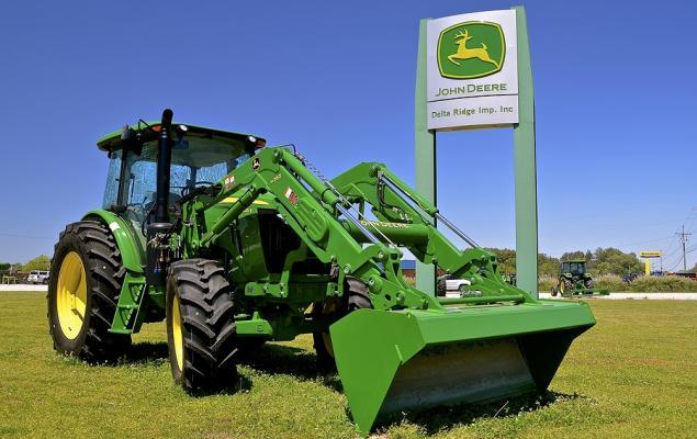 Can Deere Overcome Tariff Impact & Weak Agricultural Sector?