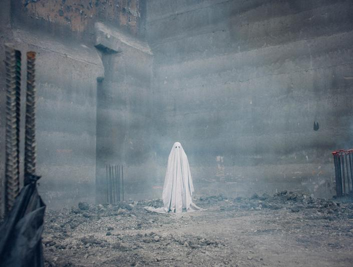 """Directed by David Lowery • Written by David Lowery<br /><br />Starring Rooney Mara and Casey Affleck<br /><br /><strong>What to expect:</strong>There's no use likening """"A Ghost Story"""" to any precursors -- <a href=""""http://www.huffingtonpost.com/entry/mudbound-review-sundance_us_588a4173e4b061cf898d70d4"""" target=""""_blank"""">it's truly one of a kind</a>. Nearly wordless but relentlessly captivating, this meditative drama explores grief and the passage of time through the eyes of a newly widowed Texan whose late husband returns to haunt the home they shared. It sounds like the premise of a horror movie, but this Sundance standout is far more intriguing.<br /><br /><i><a href=""""https://www.youtube.com/watch?v=FxLHP2IpBXw"""" target=""""_blank"""">Watch the trailer</a>.</i>"""