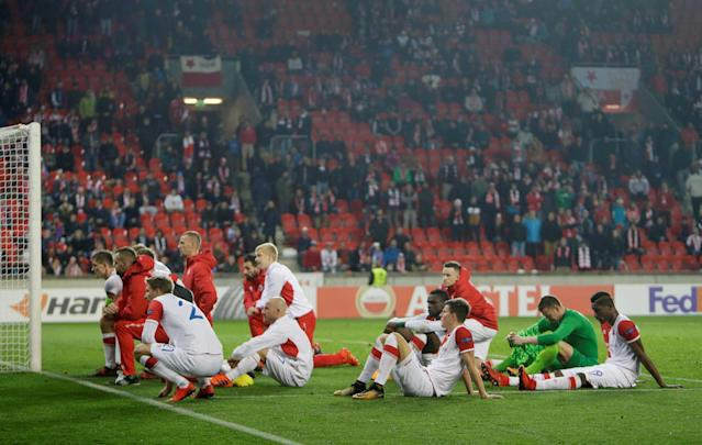 Soccer Football - Europa League - SK Slavia Prague vs Villarreal - Eden Arena, Prague, Czech Republic - November 2, 2017 Slavia Prague players dejected as they sit on the pitch after the match REUTERS/David W Cerny