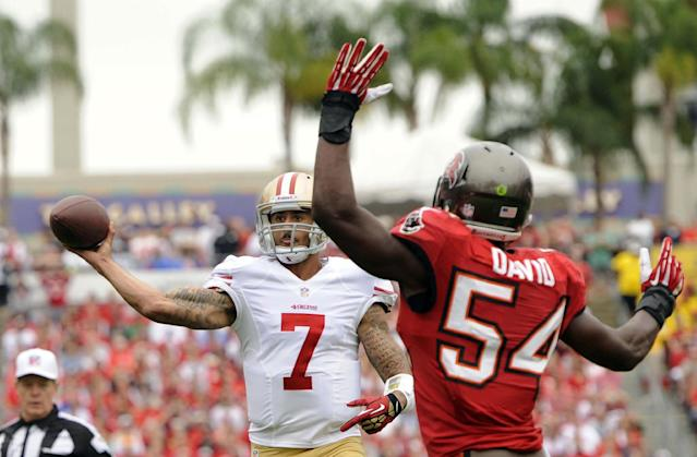 San Francisco 49ers quarterback Colin Kaepernick (7) gets away from Tampa Bay Buccaneers outside linebacker Lavonte David (54) as he throws a touchdown pass to wide receiver Michael Crabtree during the first quarter of an NFL football game, Sunday, Dec. 15, 2013, in Tampa, Fla. (AP Photo/Brian Blanco)
