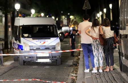 British tourists among seven injured in knife attack in Paris