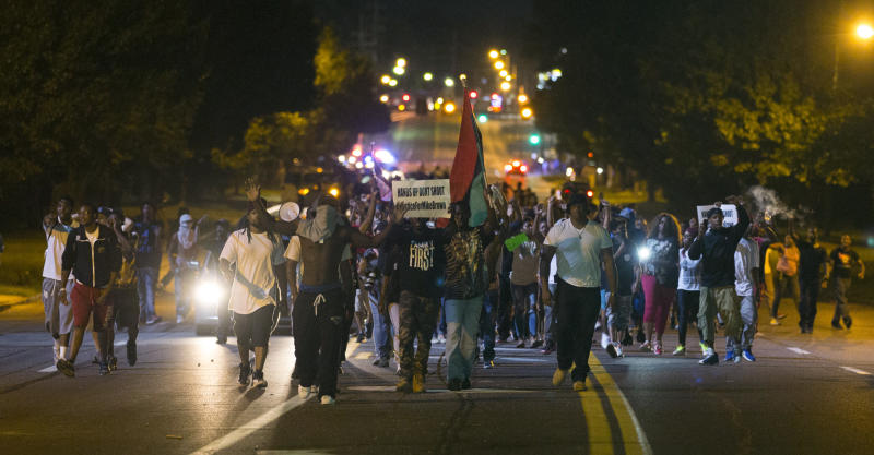 Protest nach dem Tod Michael Browns in Ferguson im August 2014 (Bild: Reuters/Mario Anzuoni)