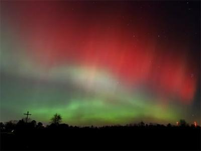 Check out this beautiful light show which took place in the skies above Michigan on the 24th of October, 2011. Some incredible footage!