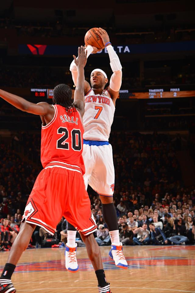 Knicks blow big lead but edge Bulls 83-78