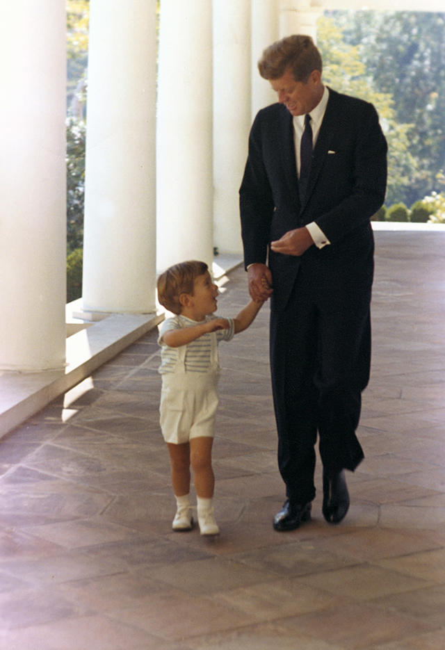 <p>President John F. Kennedy walks with son John F. Kennedy Jr. down the White House's West Wing colonnade in Washington, Oct. 10, 1963. (Photo: Cecil Stoughton/White House/John F. Kennedy Presidential Library and Museum) </p>