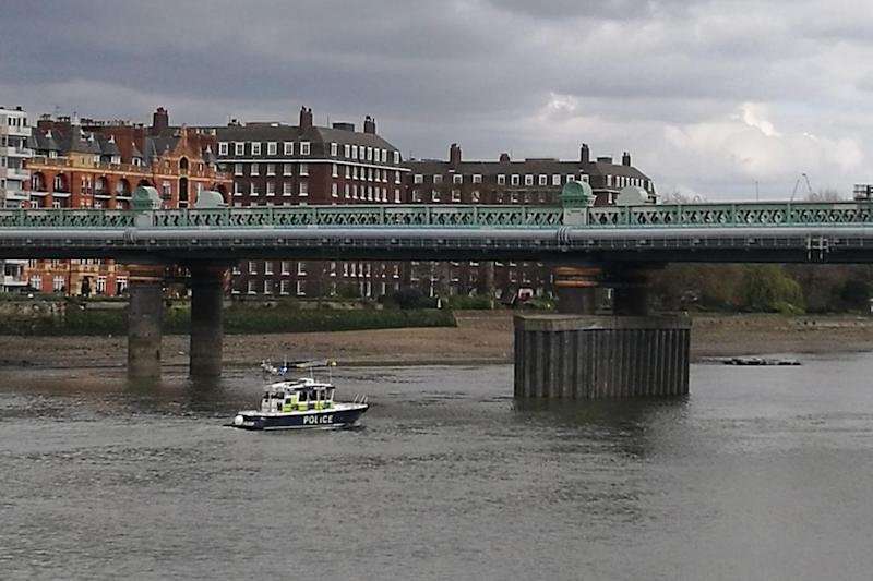Putney Bridge: Police have discovered a WW2 bomb on the Boat Race route: Twitter/Adrian Bridgwater