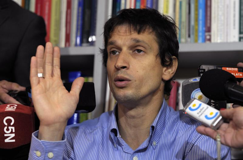 Diego Lagomarsino speaks during a press conference held at lawyer Maximiliano Rusconi's office, in Buenos Aires, on January 28, 2015 (AFP Photo/Alejandro Pagni)
