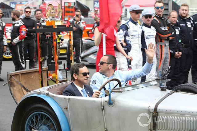 """Le Mans 24 Hours Trophy arrives in a car driven by Pierre Fillon, President ACO <span class=""""copyright"""">JEP / Motorsport Images</span>"""