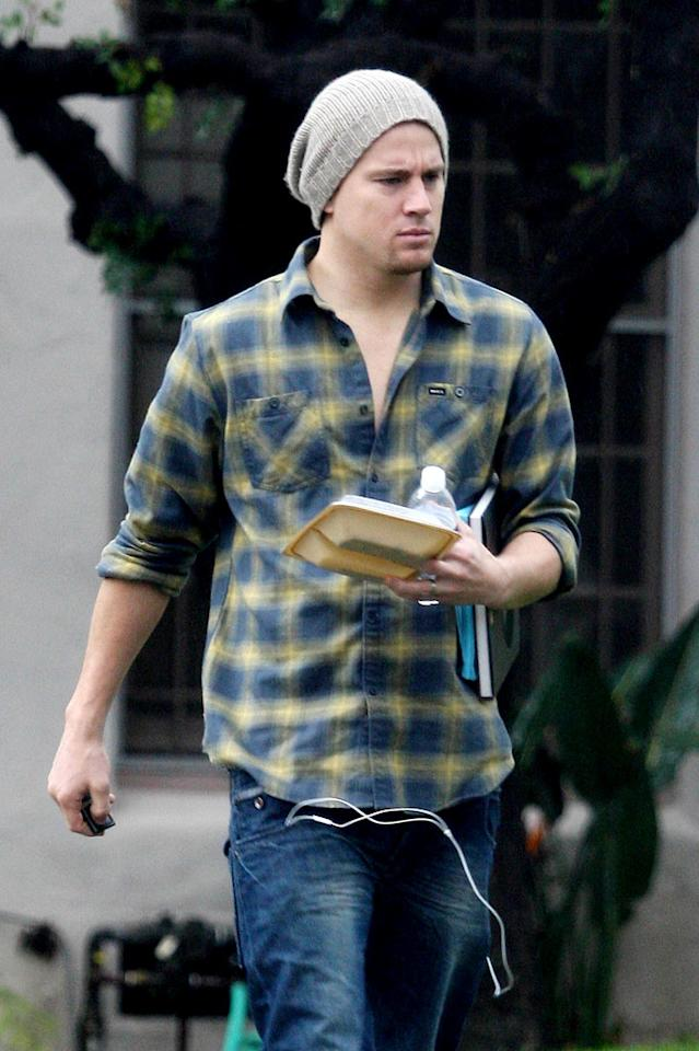 """""""Public Enemies"""" pretty boy Channing Tatum proves he doesn't neglect his domestic duties as he arrives home in LA. Sam Sharma/<a href=""""http://www.pacificcoastnews.com/"""" target=""""new"""">PacificCoastNews.com</a> - January 22, 2010"""