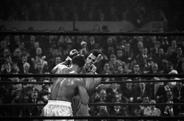 <p>Heavyweight champion Joe Frazier, left, has challenged Muhammad Ali, right, on the ropes during the fourth round of their heavyweight title bout, Monday, March 8, 1971, New York. (AP Photo) </p>