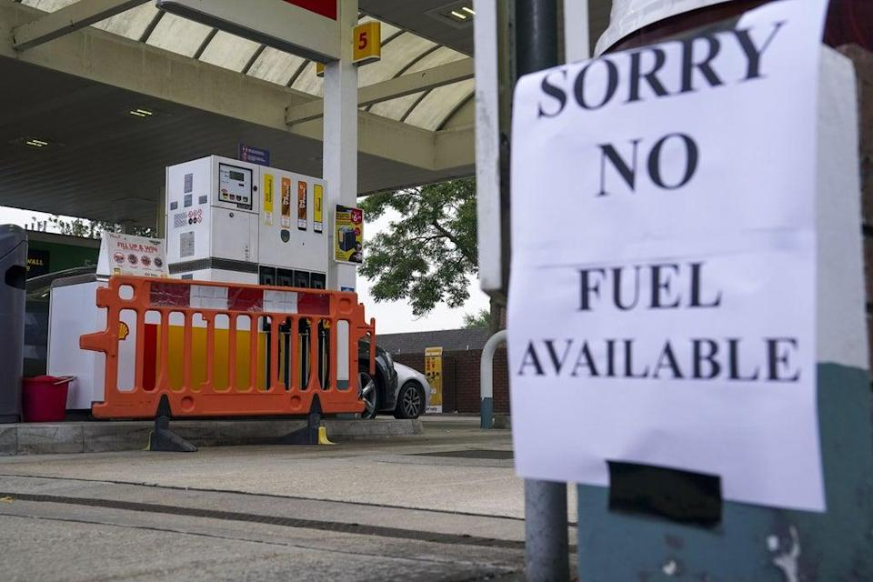 A Shell petrol station in Bracknell, Berkshire, which has no fuel (Steve Parsons/PA) (PA Wire)