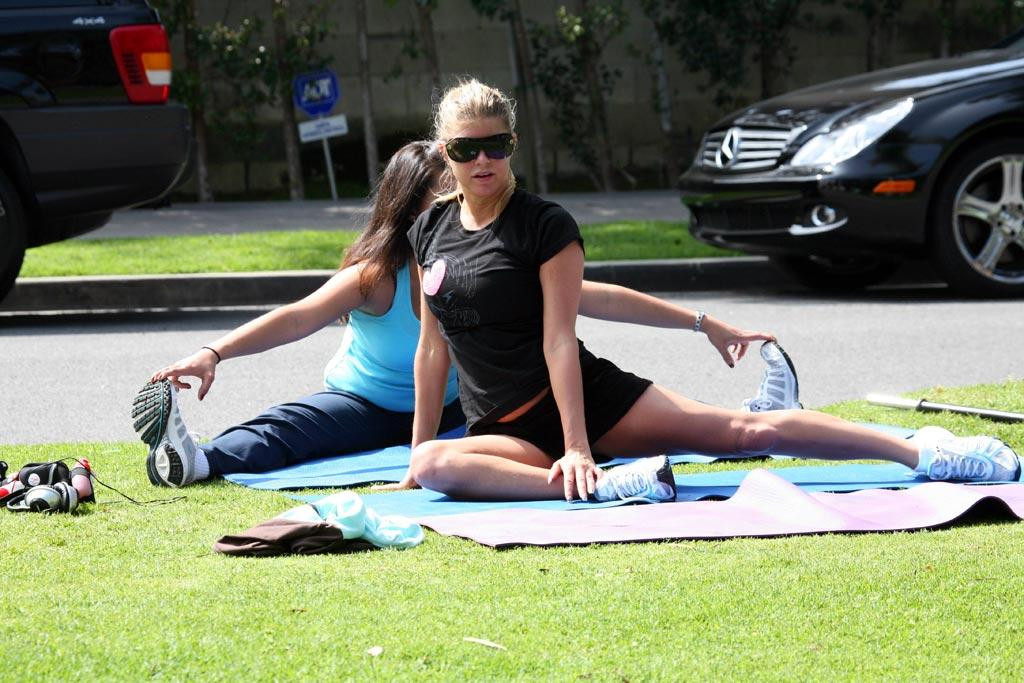 "Fergie stays ""Glamorous"" with plenty of stretching in Santa Monica. <a href=""http://www.x17online.com"" target=""new"">X17 Online</a> - March 10, 2007"