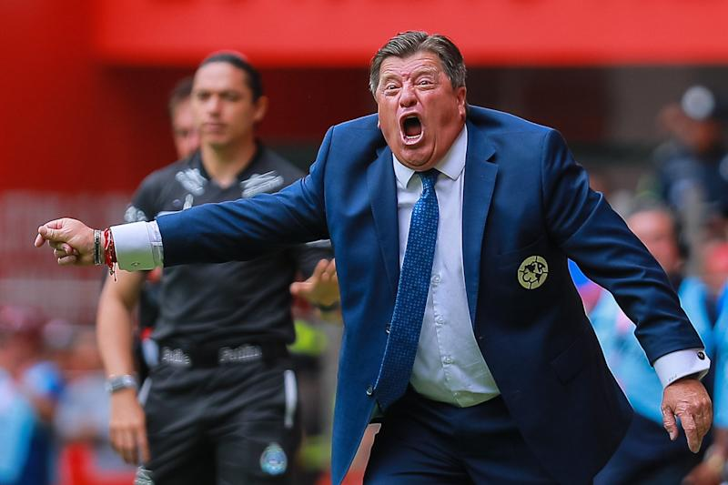 TOLUCA, MEXICO - AUGUST 11: Miguel Herrera coach of America gives instructions during the 4th round match between Toluca and America as part of the Torneo Apertura 2019 Liga MX at Nemesio Diez Stadium on August 11, 2019 in Toluca, Mexico. (Photo by Manuel Velasquez/Getty Images)