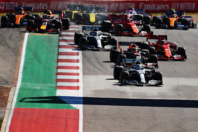 AUSTIN, TEXAS - NOVEMBER 03: Valtteri Bottas driving the (77) Mercedes AMG Petronas F1 Team Mercedes W10 leads Max Verstappen of the Netherlands driving the (33) Aston Martin Red Bull Racing RB15 and the rest of the field into turn two at the start during the F1 Grand Prix of USA at Circuit of The Americas on November 03, 2019 in Austin, Texas. (Photo by Dan Istitene/Getty Images)