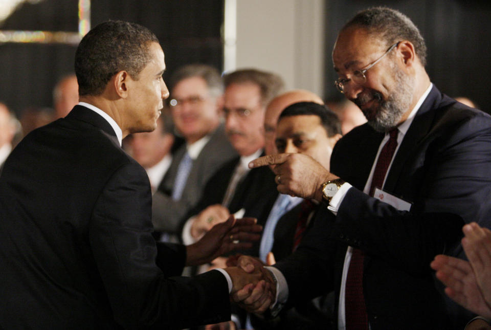President Barack Obama, left, greets Citigroup chief executive officer Richard Parsons after speaking about the economy at a business roundtable discussion at a hotel in Washington, Thursday, March 12, 2009. (AP Photo/Charles Dharapak)