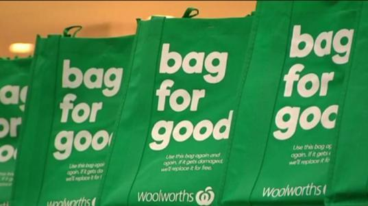 Woolworths' 99c Bag for good comes with a lifetime <span>guarantee, with the supermarket promising to replace any broken bags for free. Source: AAP</span>