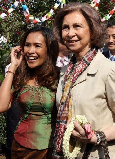 """Queen Sofia of Spain (R) with Somaly Mam in Phnom Penh in 2008. Mam's organisation, AFESIP, has been criticised for accepting sex workers picked up during Cambodian police round ups which HRW has said constitute """"arbitrary arrests and detentions of innocent people"""""""