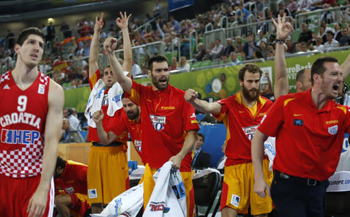 Croatia's Damjan Rudez, left, looks on as Spain's team reacts to a three point throw during their EuroBasket European Basketball Championship bronze medal match in Ljubljana, Slovenia, Sunday, Sept. 22, 2013. (AP Photo/Petr David Josek)
