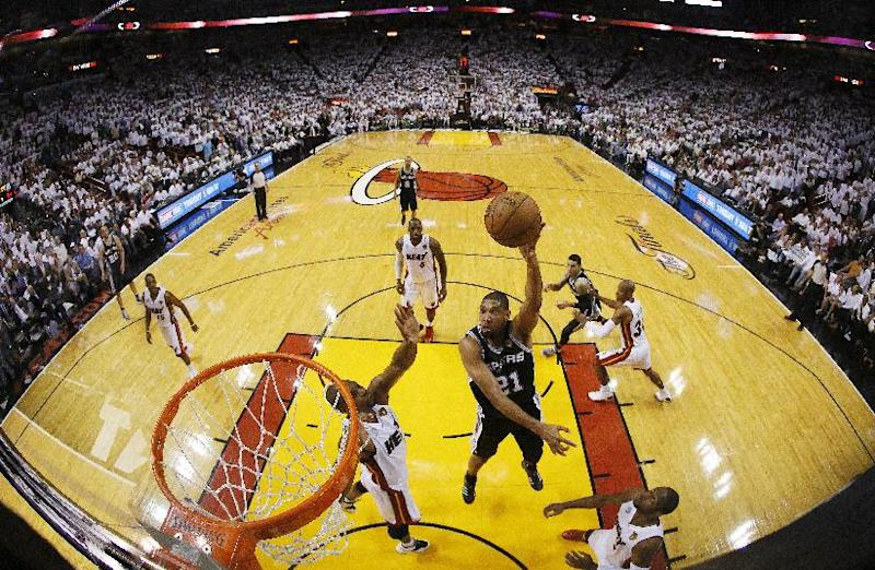San Antonio Spurs power forward Tim Duncan (21), shoots against the Miami Heat during the second half of Game 6 in the NBA Finals basketball game, Wednesday, June 19, 2013 in Miami. The Miami Heat won 103-100 in overtime. (AP Photo/Kevin C. Cox, Pool)