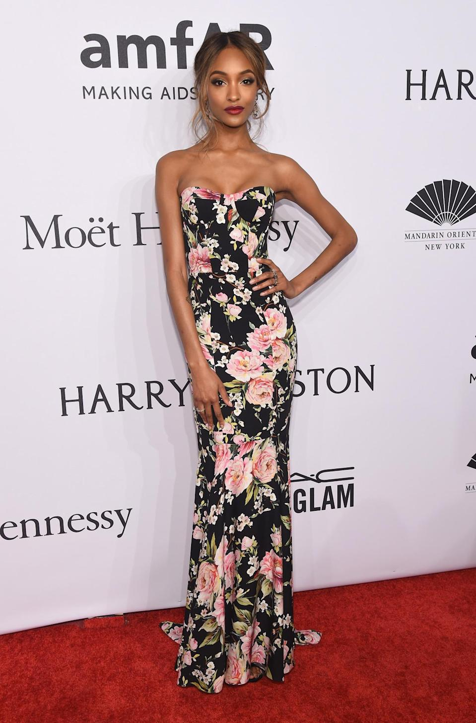 <p>Decked out in a floral Dolce & Gabanna frock, British model Dunn looked pretty as a posy.<i> [Photo: Getty]</i><br></p>