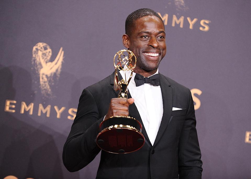 Brown holding the 2017 Emmy award he won for his portrayal of Randall Pearson in Season 1 of <i>This Is Us</i>. (Photo: Jason LaVeris/FilmMagic)