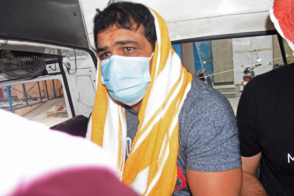 India's Olympic wrestling medallist Sushil Kumar sits inside a vehicle after he was arrested by police over alleged involvement in the murder of a fellow wrestler in New Delhi on May 23, 2021. (Photo by Dinesh Joshi / AFP) (Photo by DINESH JOSHI/AFP via Getty Images)