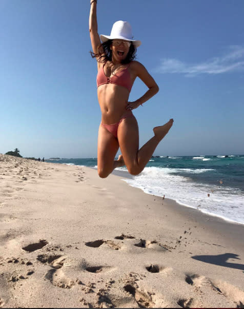 "<p>Being on a sandy beach — the first day of her Christmas vacation — led the <i>Desperate Housewives</i> alum to channel her inner Spider-Man. Honestly, if we had that bikini bod, we'd be jumping up and down all day too. (Photo: <a rel=""nofollow"" href=""https://www.instagram.com/p/BOQmXsfgxys/?taken-by=evalongoria&hl=en"">Instagram</a>) </p>"