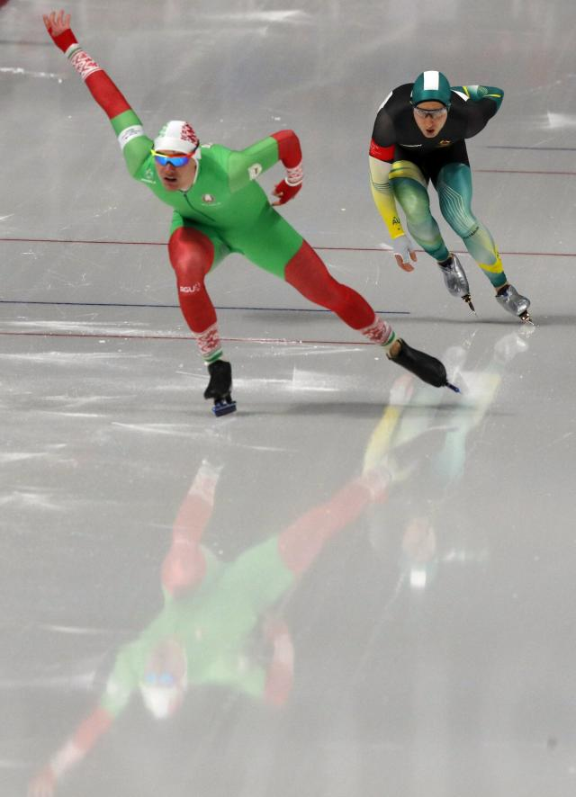 Speed Skating - Pyeongchang 2018 Winter Olympics - Men's 1000m competition finals - Gangneung Oval - Gangneung, South Korea - February 23, 2018 - Ignat Golovatsiuk of Belarus and Daniel Greig of Australia compete. REUTERS/Phil Noble