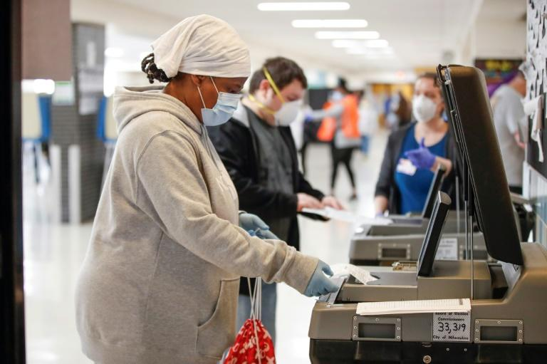 The US state of Wisconsin defied public health concerns and held its presidential primary as scheduled on April 7 with voters and poll workers risking exposure to the coronavirus (AFP Photo/KAMIL KRZACZYNSKI)