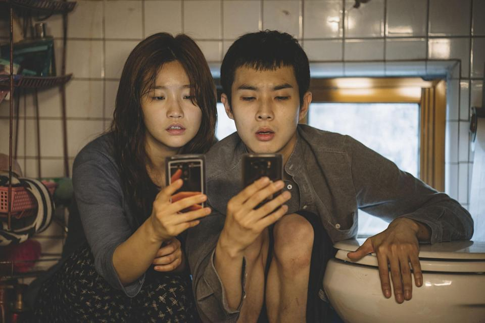 Park So-dam and Choi Woo-sik looking at their phone