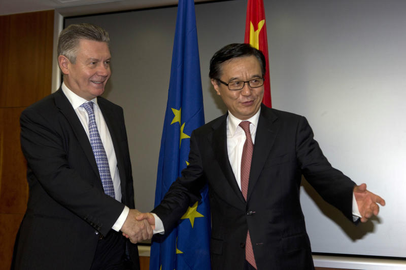 EU, China talk toward ending rift on solar panels