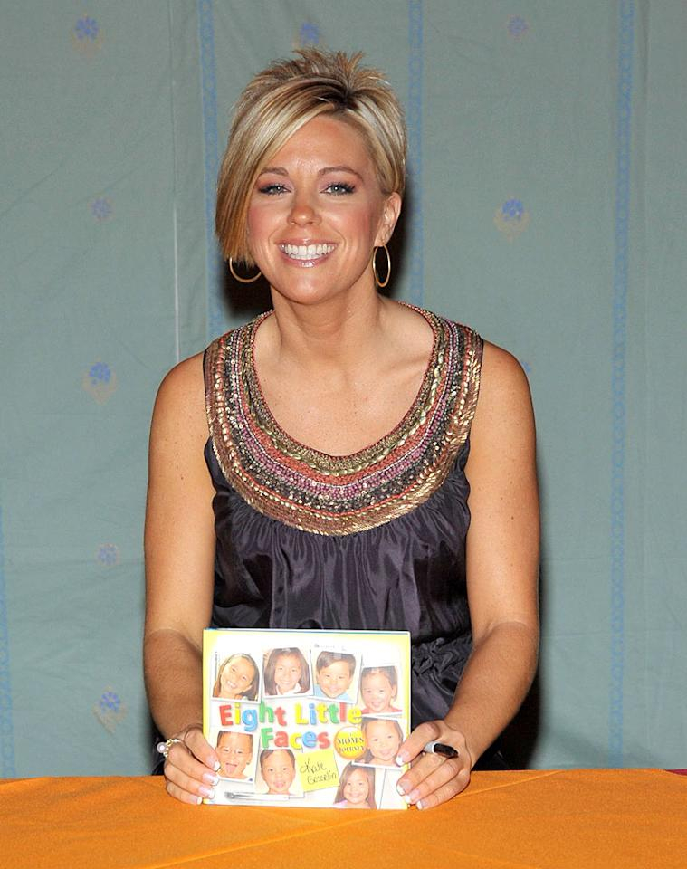 """Disgraced reality star Kate Gosselin signs copies of her new book, """"Eight Little Faces,"""" during the 2009 Women's Conference in Long Beach, California. Dr. Billy Ingram/<a href=""""http://www.gettyimages.com/"""" target=""""new"""">GettyImages.com</a> - October 26, 2009"""