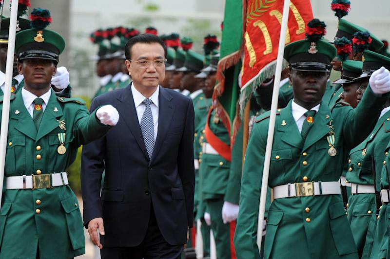 Chinese Premier Li Keqiang inspects a guard of honour on his arrival at the presidential villa in Abuja, Nigeria, on May 7, 2014