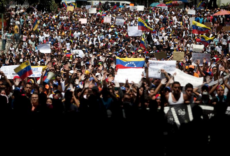 Students shout slogans against Venezuela's President Nicolas Maduro during a march to the Venezuelan Telecommunications Regulator Office or CONATEL in Caracas, Venezuela, Monday, Feb17, 2014. More students, who've spent the past week on the streets alternating between peaceful protests by day and battles with police at night, marched on Monday to Venezuela's telecom regulator to demand it lift all restrictions on media's coverage of the unfolding political crisis. (AP Photo/Alejandro Cegarra)