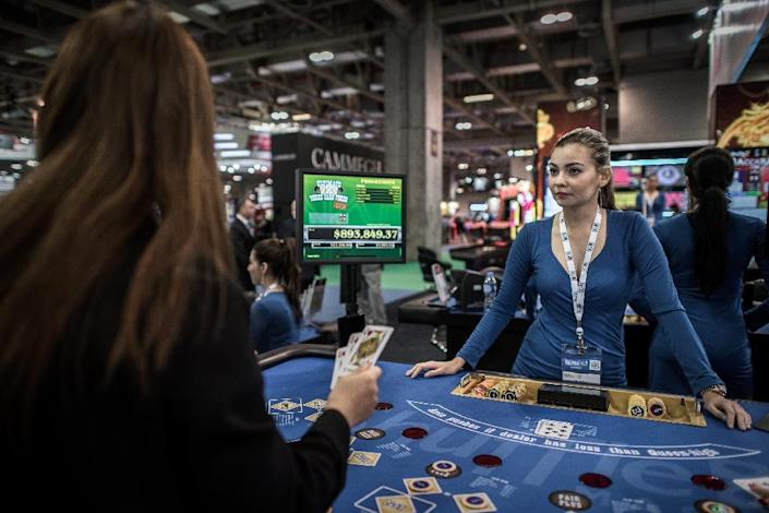 Casino revenues in Macau are in freefall due to Beijing's anti-corruption crackdown and a slowing Chinese economy (AFP Photo/Philippe Lopez)