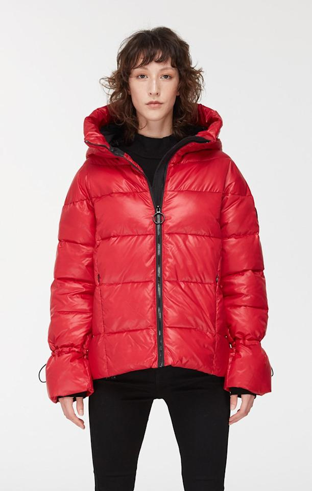 "<p>Yes, you can actually gift someone a winter coat for under $150. This Noize puffer comes in a variety of colours and is priced so reasonably, you might be able to afford one for everyone you know. For those who don't appreciate fur trim, the outwear brand is also vegan and cruelty free.<br /><strong><a rel=""nofollow"" href=""https://noizeoriginal.ca/collections/womens-puffer-jackets/products/gweyn-short-puffer-jacket-with-contrast-lining?variant=12754817908816"">SHOP IT: Noize, $139</a></strong> </p>"