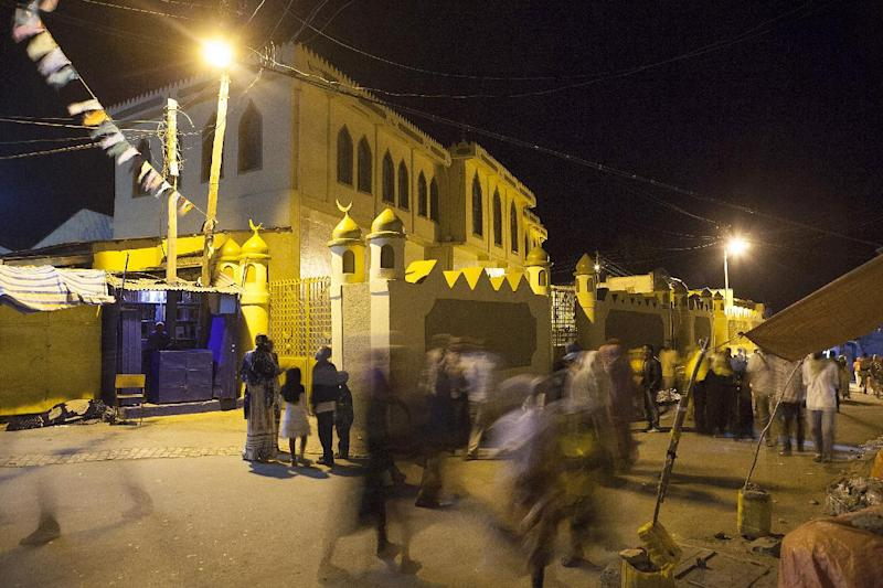 People pass by the Jimma Mosque, largest mosque in Harar, especially reserved for Friday prayers, on August 3, 2014 (AFP Photo/Zacharias Abubeker)