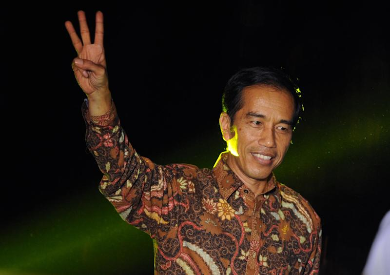 Indonesian presidential candidate Joko Widodo gestures after delivering his victory address in Jakarta on July 22, 2014 (AFP Photo/Romeo Gacad)